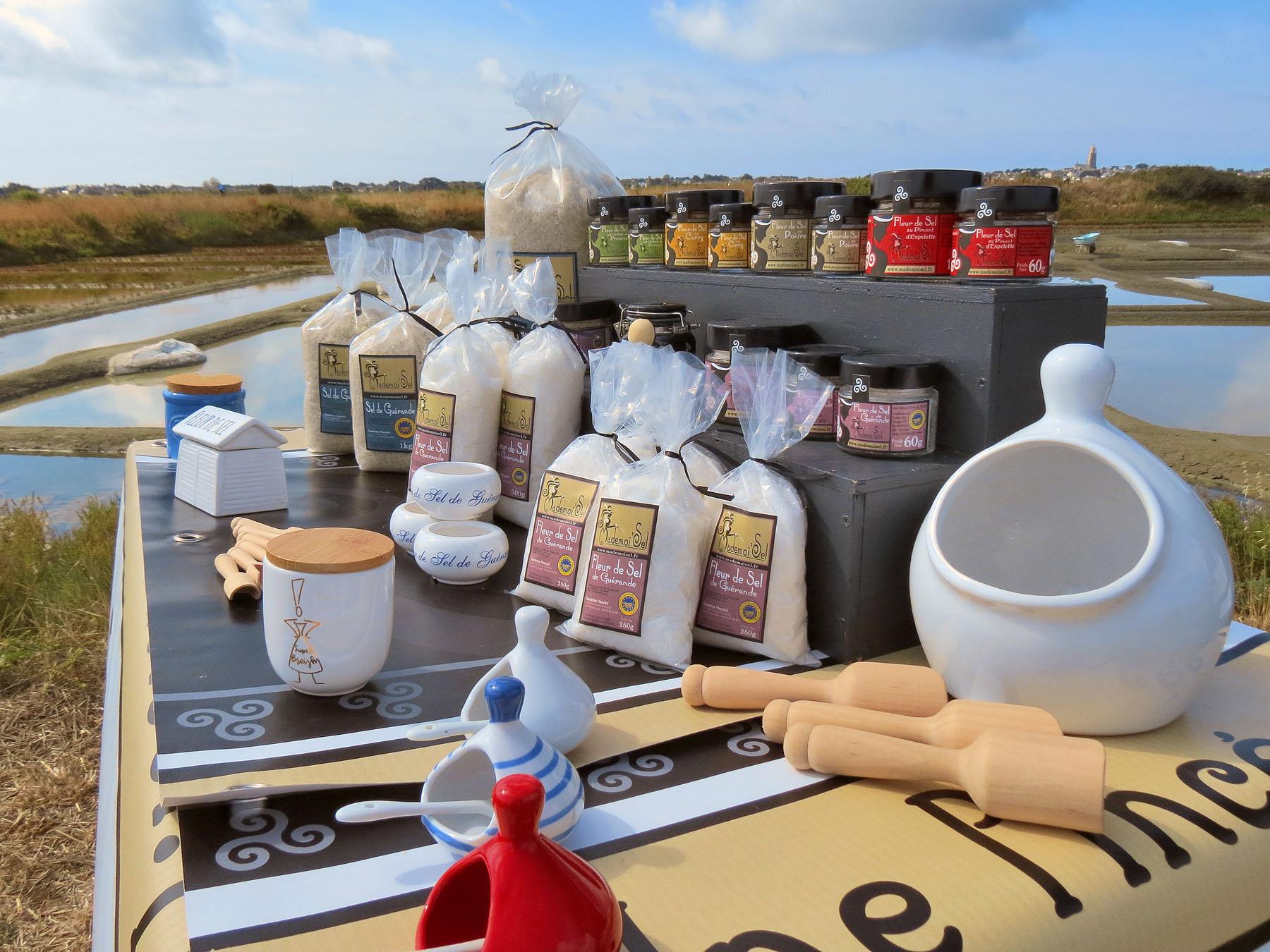 Stand avec tout les produits à base de sel de guérande de Mademoisel